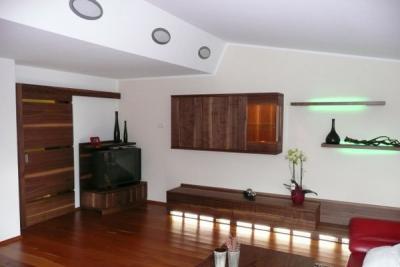 Wohnzimmer in amerik. Nußbaum
