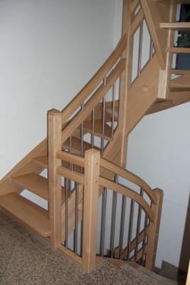 Treppe in Buche mit doppeltem Handlauf