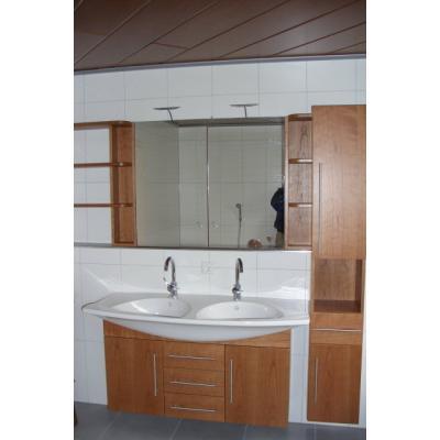 Badschrank in Kirschbaum