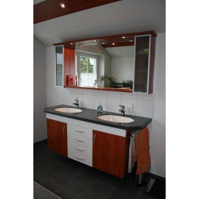 Badschrank mit Waschtisch aus Corian