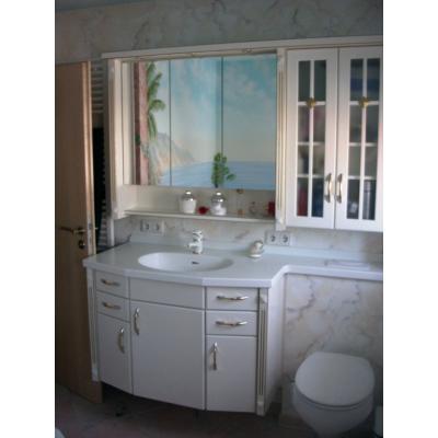 Badschrank in weiß- lackiert