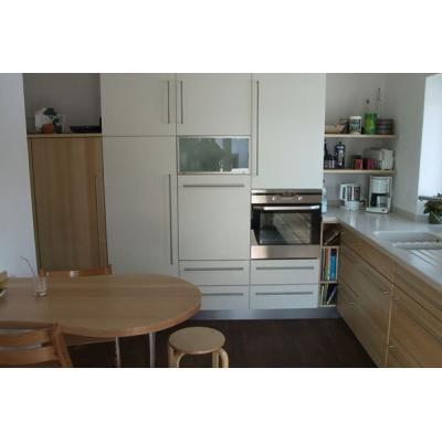 Küche mit Corian-Arbeitsplatte